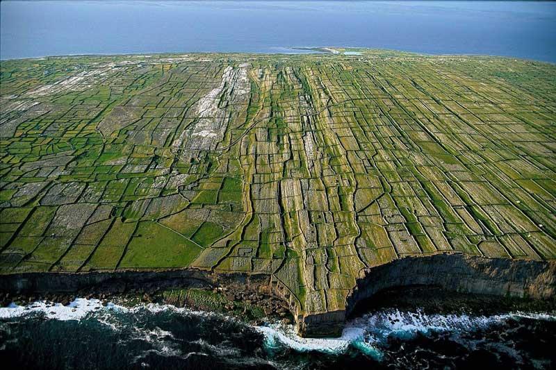 Vista área de los acantilados de las Islas Aran
