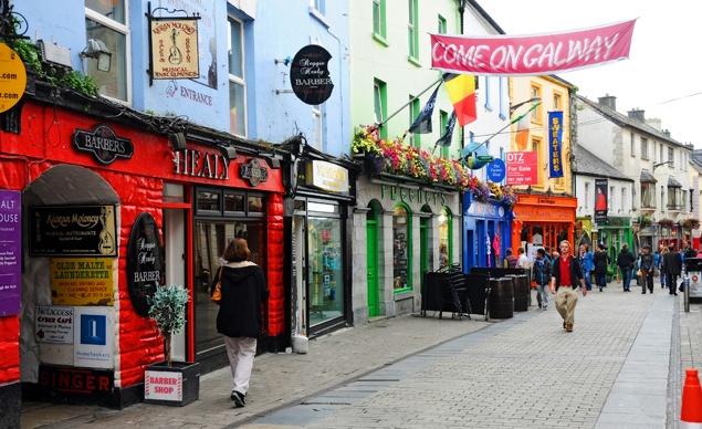 Shop Street en el centro de Galway