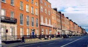 Calle típica del antiguo Dublín.