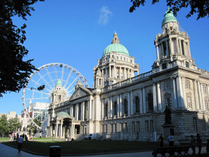 City Hall de Belfast con la noria