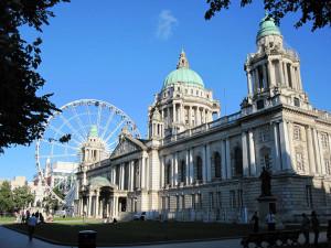 City Hall de Belfast con la noria
